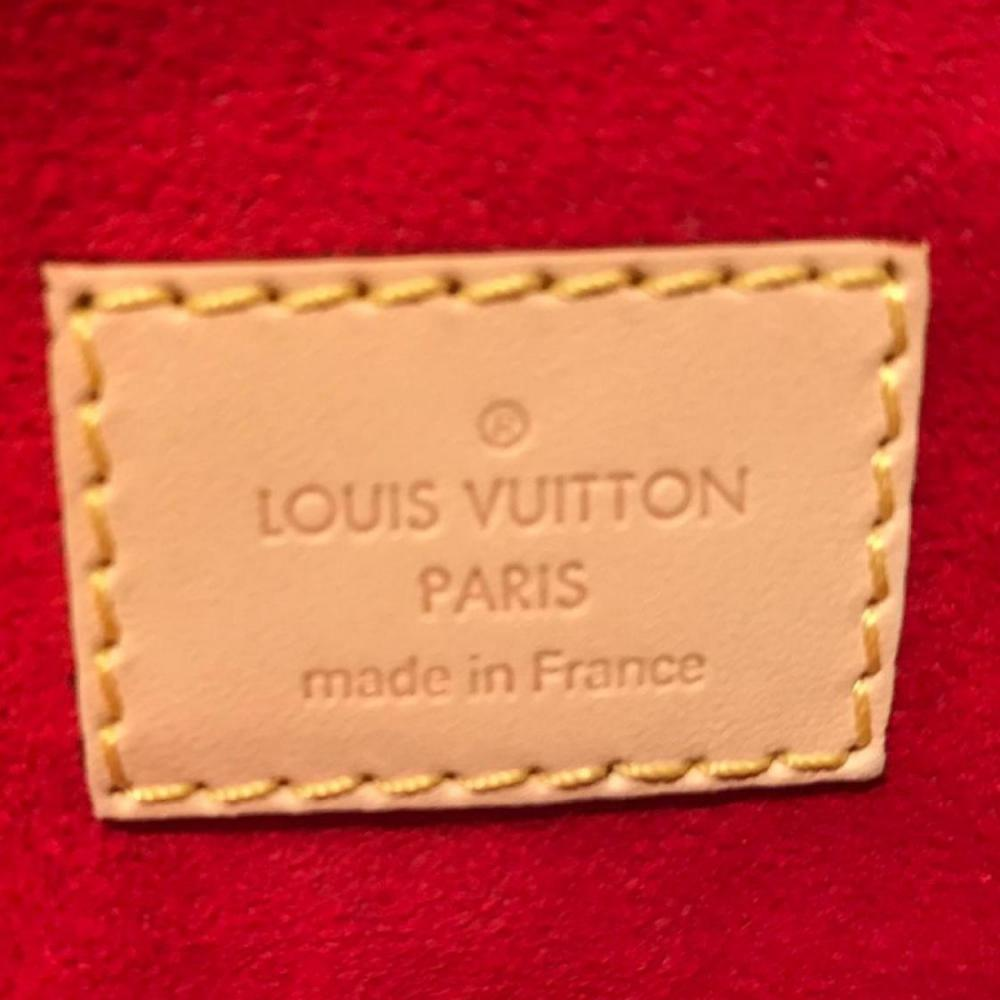 louis-vuitton-95720-2-349141