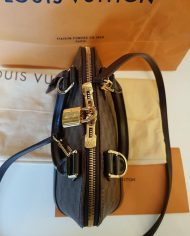 louis-vuitton-98196-3-368951