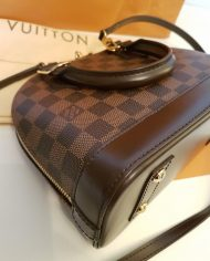 louis-vuitton-98196-4-368952